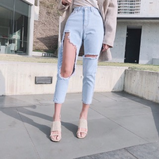 Ice blue damage jeans