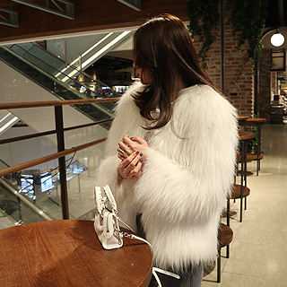 Knitting real raccoon fur jacket (white/ black)