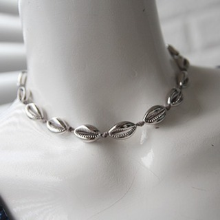 Shell necklace (silver color)