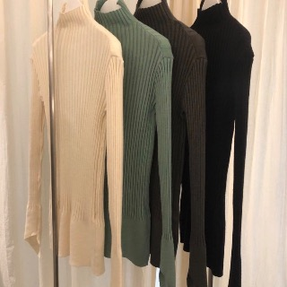 Diagonal sleeve high neck knit (mint/ ivory) 새상품세일64000