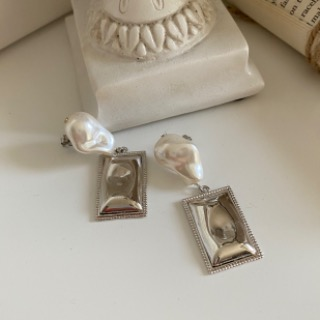 Pearl square earrings