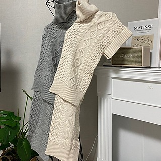 Cable Poncho Knit (Gray/Ivory)